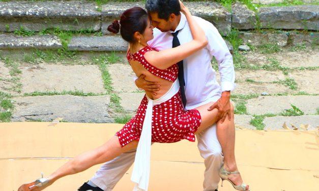 El ritmo del tango llenó el Jardín Botánico de Santa Catalina