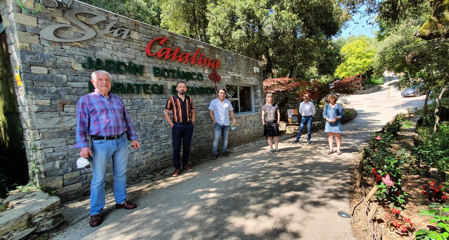 El Delegado del Gobierno, Denis Itxaso, visita el Jardín de Santa Catalina